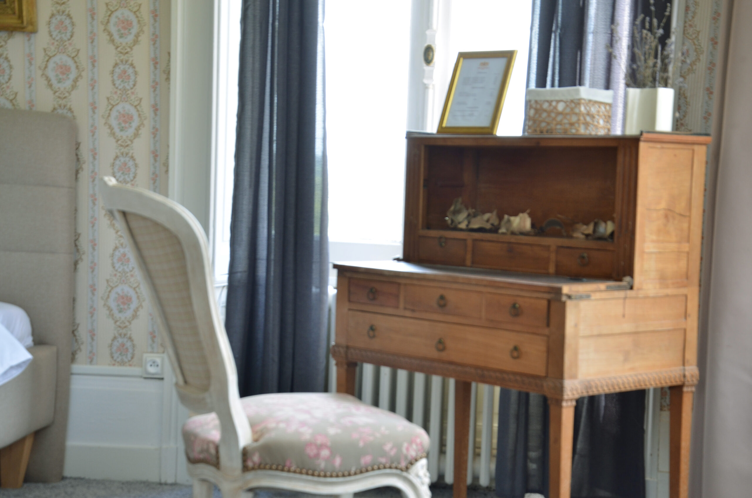 chateau_coliving_castle_coworking_rooms_normandy_france_gateaway_03
