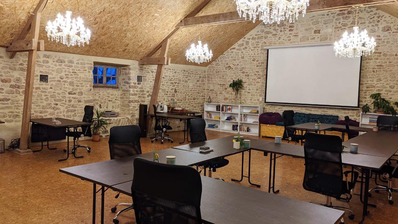 isle_marie_coworking_team-building_remote_work_worker_digital_nomad_01